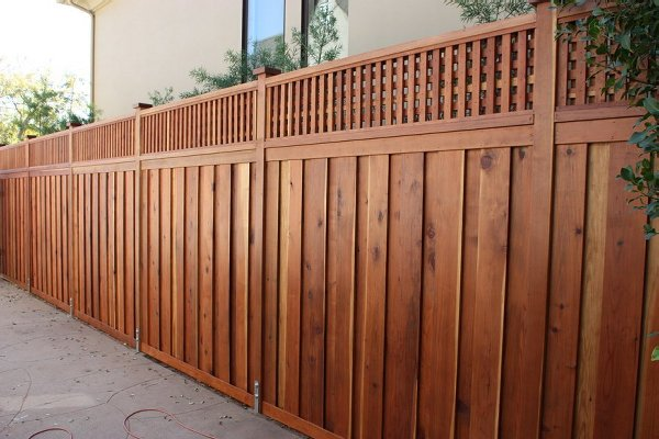 BEAUTIFUL CUSTOM WOOD PRIVACY FENCE